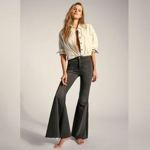 🌟 FREE PEOPLE JUST FLOAT ON FLARE JEANS NWT 🌟